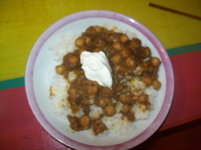 Chickpea Curry with White Rice and Greek Yogurt