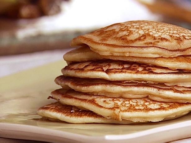 Mini_Pancakes_with_Raspberry_Sorbet_and_Chocolate_Sauce_gh0140